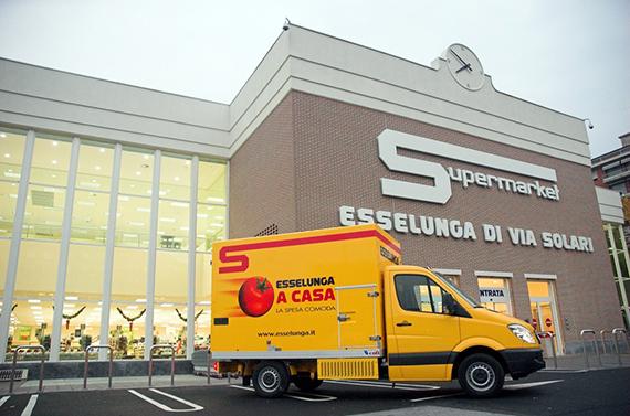 Camion e supermercato Esselunga